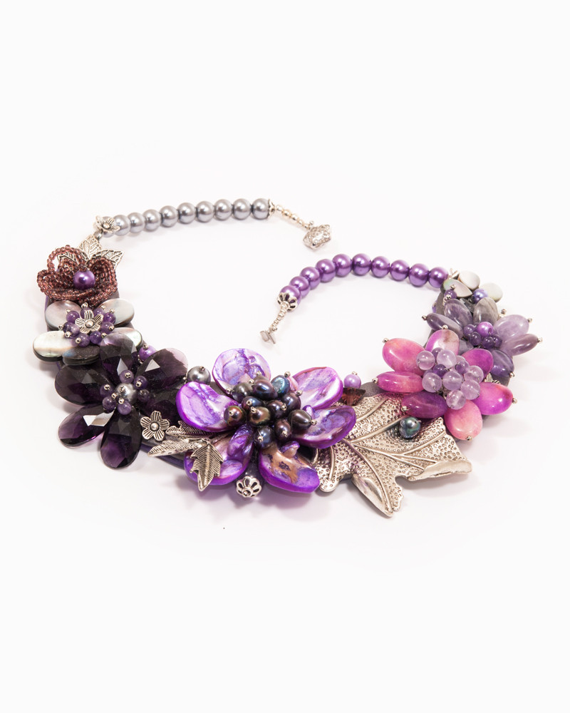 MESMERIZE | colier statement floral mov