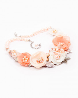 BLOOMING PEACH - colier statement floral nude
